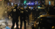 Francia, dopo le disposizioni di Macron scoppia la protesta: centinaia di manifestanti in strada a Parigi